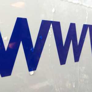 označenie www stránky nálepkou na auto